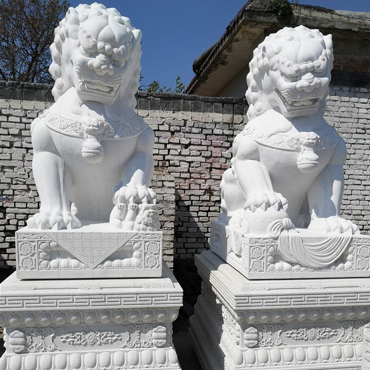 现货供应石狮子 汉白玉雕刻石狮子一对 村口石雕狮子大摆件